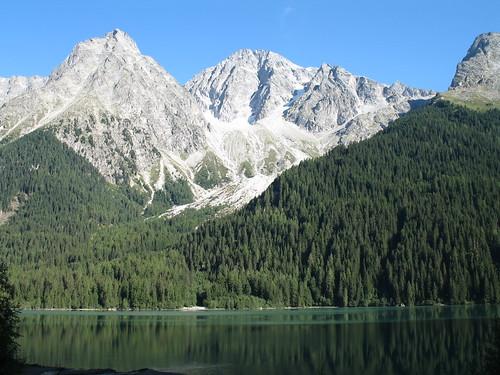 Der Antholzer See und die Riesenferner Bergkette