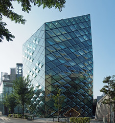 PRADA STORE IN TOKYO:  Herzog & de Meuron, Tokyo. May 2003 (wakiiii) Tags: japan architecture nikkor aoyama 建築 f4 1224 s5 s5pro nikkor1224mmf4gifed
