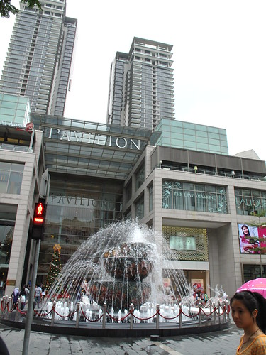 IMG_5047 The Fountain in front of Pavillion ,Kuala Lumpur. 吉隆坡Pavillion 前的喷水池