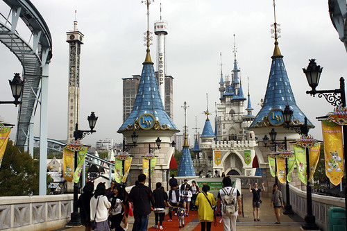 Lotte World: outside of the park
