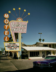Holiday Motel (avilon_music) Tags: holidaymotel midcenturymotels motel motels neon vintageneonsigns vegas arrowsigns markpeacockphotography nevada 1950s lasvegas motelsigns signage signs motorcourtmotel americana 1952 1968cadillacconvertible cadillac classicmotels roadsideamerica bulbandneonsigns