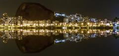 Lagoa Rodrigo de Freitas - RJ (fernandafgomes) Tags: nikond3300 nikon 1855mm brasil lagoa lagoon lagoarodrigodefreitas luz light night rj errejota riodejaneiro