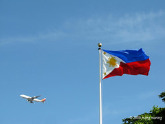 Soar High Philippines (mang M) Tags: holiday azul philippines bluesky boeing pal independenceday 747 filipinas philippineflag pilipinas asul philippineairlines americanwarmemorial pinoykodakero kasarinlan arawngkalayaan mangmaning2000 arawngkasarinlan