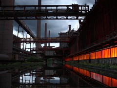 zollverein - coking plant/kokerei (c-h-l) Tags: lighting light color reflection water night germany deutschland licht essen wasser industrial nightshot unescoworldheritagesite unesco nrw industrie 2009 hdr beleuchtung zollverein zeche zechezollverein kokereizollverein reflektion kokerei weltkulturerbe langzeitbelichtung routeindustriekultur cokingplant zollvereincokingplant routederindustriekultur europeanrouteofindustrialheritage zollvereincoalmineindustrialcomplex