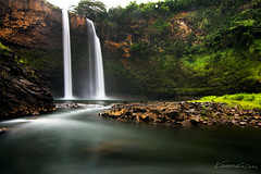 Wailua Falls Kauai ( KristoforG) Tags: mist fern green water canon river flow hawaii waterfall stream peace hiking deep hike falls jungle kauai vapor gitzo gellert rrs wailuafalls kristofor 1022efs