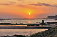 watching the sun shine down on sea (ツMaaar) Tags: sea bali pantaiseseh sesehbeach