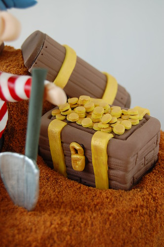 Pirate's treasure cake - treasure chest with coins