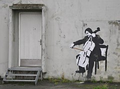 Playing at the entrance (ystenes) Tags: musician music norway painting photography graffiti harbor norge photo foto norwegen cello 1001nights trondheim srtrndelag norvege fotografi magiccity trndelag flickrestrellas drontheim midtnorge tronhjem 1001nightsmagiccity