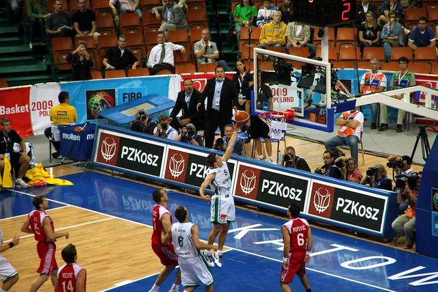 Jaka Lakovic scores