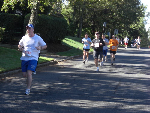 Approaching the final turn at the Berkeley Heights 5k