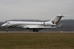 N171JJ - MBI International & Partner - Bombardier BD-700-1A11 Global 5000 - Luton - 090112 - Steven Gray - IMG_6602