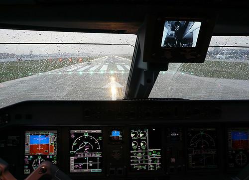 Embraer 170 Cockpit 2