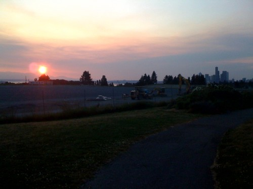 Sunset over Jefferson Park. Photo by Ali R.