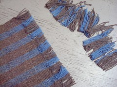 Ends knotted, loom waste trimmed