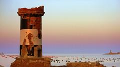 ... con il tramonto alle spalle (FranK.Dip) Tags: sunset italy italia tramonto mare porto salento puglia brindisi orizzonte boe vecchiofaro digapuntariso dip2 frankdip isolapedagne 08122009