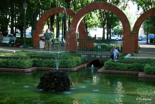 Uno de los más bellos y antiguos parques de Pamplona, que debe su nombre a su diseño en forma de luna menguante.