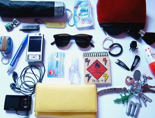what's in your bag? por você.