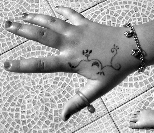 ♥ playing with henna