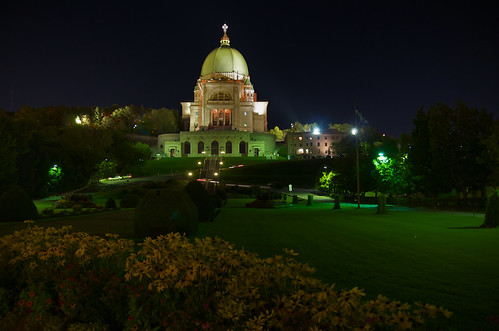 Oratoire St-Joseph at night