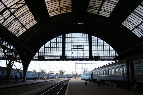 Estação de comboios em Lviv na Ucrânia