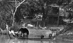 _MG_0689 (marco baschieri) Tags: bw river boats monocromo cambodge cambodia fiume houseboat bn tonlesap hardlife cambogia baschieri