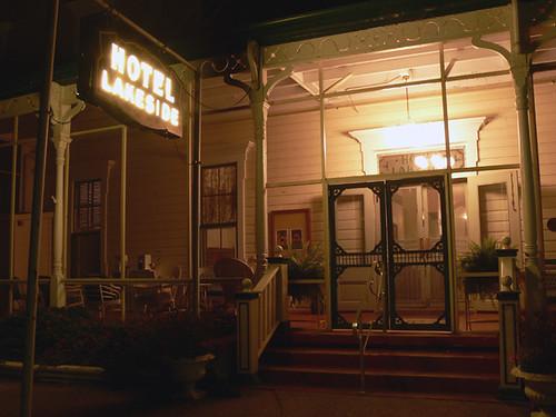 Hotel Lakeside, Night