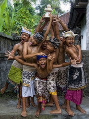 Junjungan, Bali - This is our trophy ! (Mio Cade) Tags: wood boy shirtless bali man hot indonesia handicraft kid student village child culture carving teacher master environment trophy dust custom learn apprentice ubud woodcarver earthasia junjungan