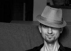 Alex con sombrero versión 2 (Lunatrix_) Tags: bw hat sombrero