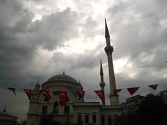Bezmi Alem Valide Sultan Cami (valanzola.t) Tags: red sun clouds turkey grey wind flag gray windy istanbul palace flags spire dome sultan cami dolmabahce besiktas dolmabahçepalace beşiktaş dolmabahçe alem valide bezmi bezmialemvalidesultancami