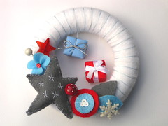 Trkranz Stern (Peppina Morgenschn) Tags: snowflake christmas flower wool leaves weihnachten star felt wreath present feltro stern bltter geschenk kranz pilz fliegenpilz filz wolle trkranz doorwreath schneeflocke