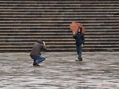Pas Tropical (Isidr Cea) Tags: santiago espaa rain stone stairs umbrella lluvia spain galicia galiza santiagodecompostela compostela paraguas escaleras turistas piedra chuvia paraugas olympuse520