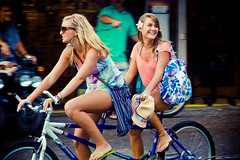 tandem (SARA LEE) Tags: girls cute smile bicycle hawaii plumeria candid lifestyle motionblur blonde fedora bigisland ashleys roxy kona slippers camerons spontaneous kailuakona vonzipper sarahlee aliidrive legothenego vivantvie