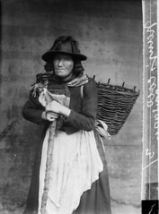 Nani'r Coed, Tregaron (LlGC ~ NLW) Tags: woman hat wales standing sticks basket cymru johnthomas apron baskets laborers llyfrgellgenedlaetholcymru nationallibraryofwales glassnegatives portraitphotographs negyddiongwydr dryplatenegatives nanircoed19thcent agedpersonswomen commons:event=commonground2009