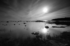 _MG_2851_kraak (oh2gfy) Tags: sea sky bw sun art nature water rock canon landscapes helsinki europe seascapes coats reflexions lauttasaari beatch supershot canon450d 100commentgroup artofimages platinumpeaceaward bestcapturesaoi lovetheclimate
