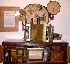 Orgues de Barbarie06-Bastringue à rouleau perforé  de chez Amelotti à Nice-r (Geher) Tags: france radio de son musée sound museums orgues yonne enregistrement barbarie cylindres tournedisques stfargeau limonaires magnétophones