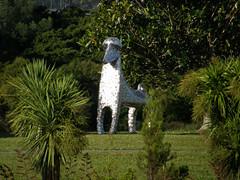 2007-12-23-Stoneleigh-2007-11-03-Kuri Topiary (russellstreet) Tags: newzealand sculpture auckland nzl manukau aucklandbotanicalgardens stevewoodward sculpturesinthegarden2007 stoneleighsculpturesinthegarden2007 kuritopiary