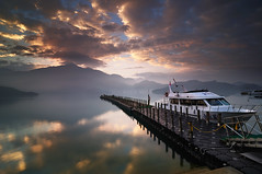 () Tags: sunrise taiwan    d90
