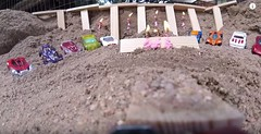 Oyuncak Arabaları İçin Efsane Parkur Yapan Adam (Otomobil Haberleri) Tags: oyuncak arabaların içerisinde atlarken ters döndüğü