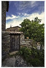 Adelante, pase (la mirada del licantropo ( ngel Martnez )) Tags: door puerta patonesdearriba