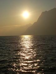 [no title] (silvialuna (kAreN eLioT)) Tags: sun lake mountains montagne diamonds lago garda shades sole riflessi spettacolo particolari puntidivista orizzonte torbole sfumature silvialuna