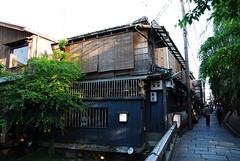 Gion Corner, Kyoto (clemontz) Tags: japan corner nikon kyoto  gion d200 tamron1750