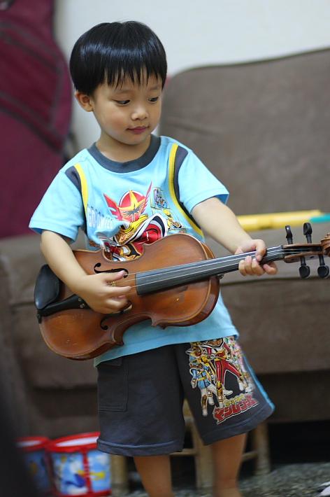 彥彥玩小提琴06