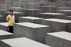 (flemma..) Tags: berlin deutschland nikon d70s uomo jewish cemento holocaustmemorial germania mirko shoah petereisenman berlino flemma holocaustmahnmal memorialtothemurderedjewsofeurope ebrei denkmalfrdieermordetenjudeneuropas allrightsreserved 1855dx memorialedellolocausto mirkogarufi garufi rilieviantropologici afsdxnikkor1855g tourdellagavettapt2 berlinunddiegedchtnis mirkogarufi