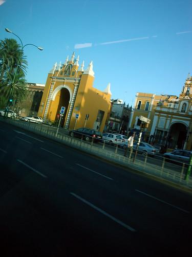 Sevilla Springsteen 03 Puerta de la Macarena desde el autobús
