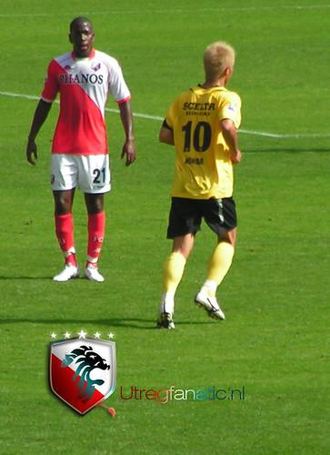 Keisuke Honda loopt naar het Utrecht doel