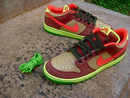 Nike dunk low sb (Toxic Avenger) - a