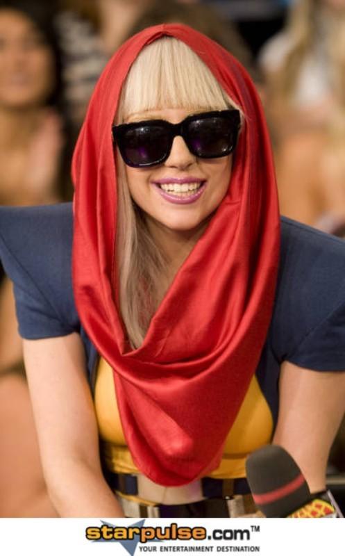 Lady GaGa tube scarf 2