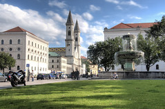 At the University in Munich (Day) (Werner Kunz) Tags: trip travel vacation sky holiday green cars church water fountain clouds photoshop germany munich mnchen bayern deutschland bavaria nikon wasser europe university nightshot traffic urlaub brunnen citylife kirche wideangle german uni verkehr dri hdr hdri deutsch werner reise lmu scholl geschwister kunz geschwisterschollplatz ludwigstrasse photomatix 20fav explored colorefex nikond90 ludwigmaximiliansuniversitaet homersiliad topazadjust werkunz1