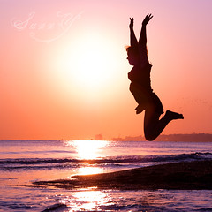 Jumping in the morning sun. (Pink Pixel Photography (f.k.a. Sunny)) Tags: silhouette sunrise jumping kreta greece crete griechenland sonnenaufgang notmycam pentaxk200d wwwpinkpixelat pinkpixelphotography dankeeddi imisscretesomuchsigh
