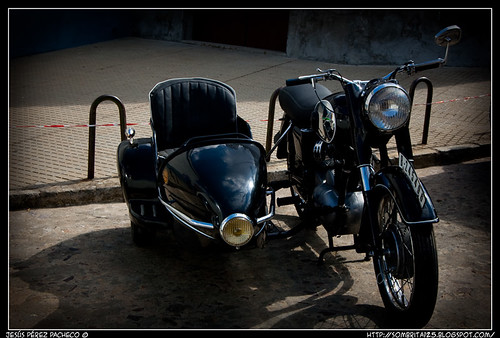 Exposición de vehículos de época en Cabeza del Buey